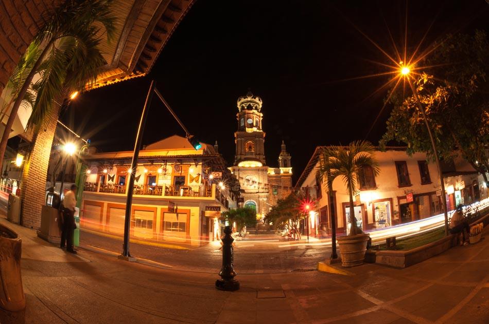 iglesia-de-guadalupe-de-noche