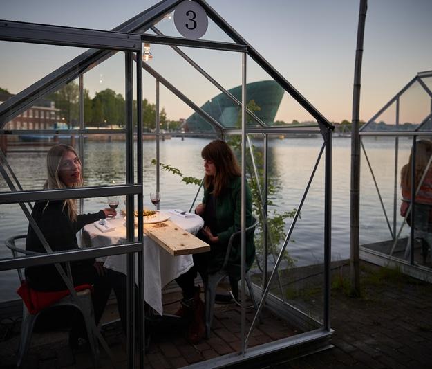 Amsterdam Restaurant Nails Social Distancing